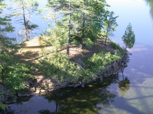 Some of the 1000 islands are quite small.